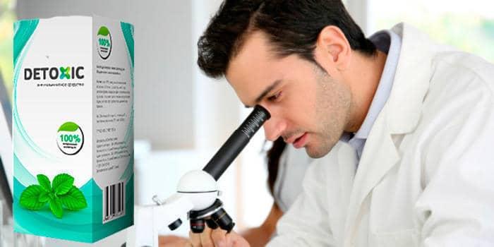 упаковка препарата и лаборант