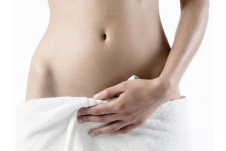 тело девушки в полотенце